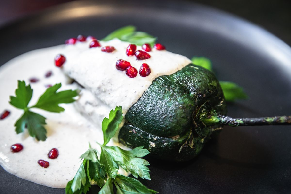 Chiles en nogada finished on a plate.